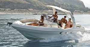 Rent Family Boat Gardasee Flamme 22